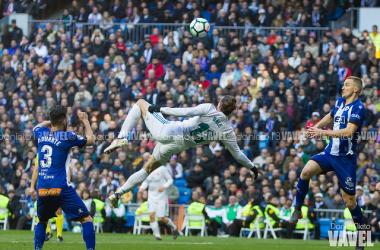 Gareth Bale intenta una chilena frente al Alavés | Foto: Realmadrid.com