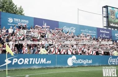 Aficionados del Rayo Vallecano animando al equipo | Fotografía: Jon Imanol Reino (VAVEL)