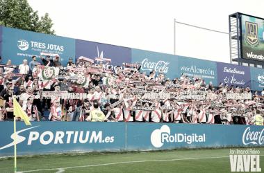 Aficionados del Rayo Vallecano animando a su equipo | Fotografía: Jon Imanol Reino