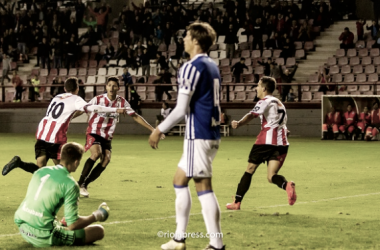 Rayco (10) celebra el primer tanto junto a Ñoño (7) y Marcos André | Foto: riojapress.com