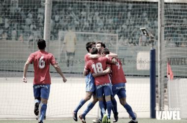 Jugadores del Sporting B celebran un tanto. | FOTO: Ari Santeugini