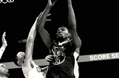 Kevin Durant de Golden State Warriors anotando ante Los Ángeles Clippers
