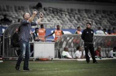 Técnico promoveu a estreia do atacante Barcos, que foi recém-contratado pelo Cruzeiro (Foto: Vinnicius Silva/Cruzeiro EC)