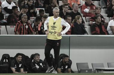 """Tiago Nunes reforça foco no River após derrota em casa: """"Prioridade da Recopa"""""""