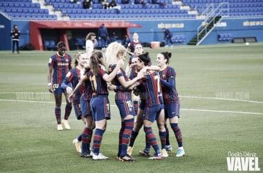 Las jugadoras del Fútbol Club Barcelona celebrando uno de los goles marcados ante el Rayo Vallecano | Foto de Noelia Déniz, VAVEL