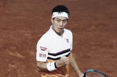 Nishikori sofre, mas vence Struff de virada e avança às quartas em Roma