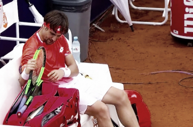 Ferrer acomodando el bolso tras la derrota   Foto: ATP 250 de Buenos Aires