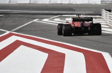 El Ferrari de Leclerc saliendo a pista | Foto: Fórmula 1