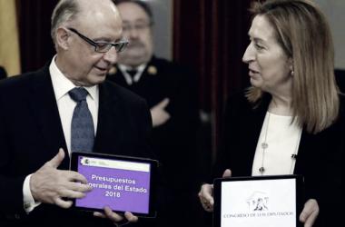 Cristóbal Montoro y Ana Pastor, en la presentación de los PGE. | Foto: Gobierno de España