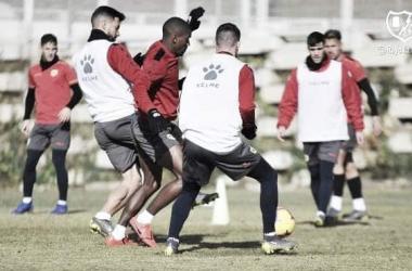 Jugadores en la sesión de hoy. Fotografía: Rayo Vallecano S.A.D