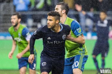 Dom Dwyer tries to break the Seattle backline.