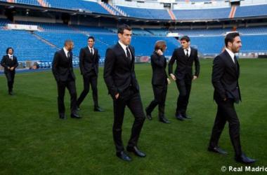 Los jugadores posaron en el Estadio Santiago Bernabéu los nuevos trajes (Foto | Real Madrid).