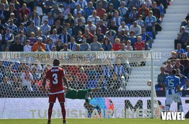Mariano observa cómo el balón entra en la portería | Fotografía: Gema Gil