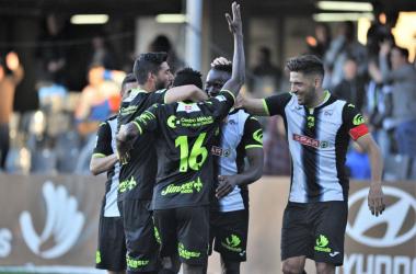 Los jugadores celebran el segundo gol del Cartagena al lado del córner. Foto: FC Cartagena / Andy Céspedes
