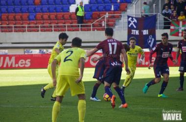 Lance de juego en el encuentro de la temporada pasada. | FOTO: Ángel Ezkurra