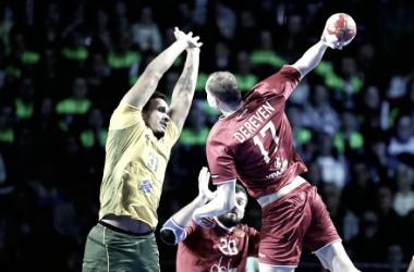 Dereven marcou cinco gols na partida, sendo o destaque da Rússia no jogo (Foto: Divulgação/francehandball2017)
