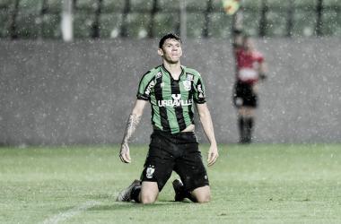 Artilheiro do Coelho com 4 gols, Júnior Viçosa atuou em apenas dois jogos na Série B (Foto: Mourão Panda / América)