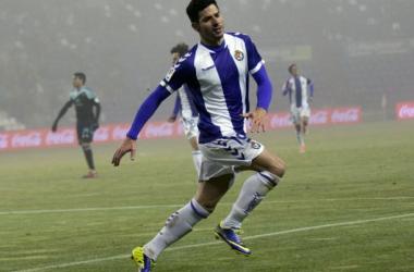 Javi Guerra celebrando uno de sus tres tantos ante el Celta. (Foto: Real Valladolid).