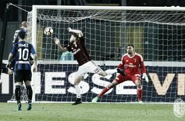 Milan sofre empate da Atalanta no fim, mas garante vaga na Europa League
