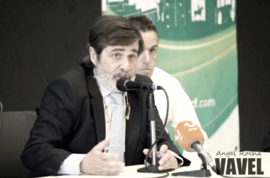 Carlos González durante una rueda de prensa | Fotografía: Ángel Rocha
