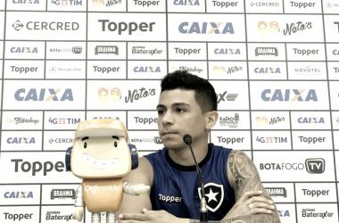 """Renatinho garante Botafogo focado para volta do Brasileiro: """"Clima de Copa não tem"""""""