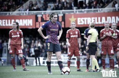 Mariona, a punto de lanzar el penalti que dio la victoria al Barça ante el Bayern en el Mini | Foto: Noelia Déniz - VAVEL