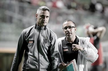 """Apesar do empate, Rodrigo Santana exalta defesa do Atlético-MG: """"Nãosofremos"""""""