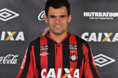 Atlético-PR anuncia seu primeiro reforço: Paulinho Dias