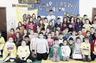 Los alumnos del Colegio Carme Martín acogen a Bruno Soriano