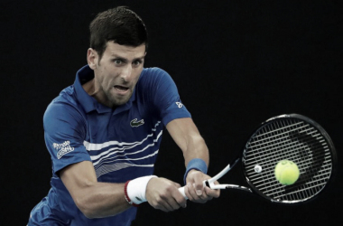 Mirada fijaen la bola , en la victoria de Djokovic contra Pouille en la semifinal del Ausralian Open. Foto: Australian Open.