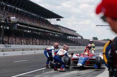 Matheus Leist no pit-stop da Indy 500. (Foto: Divulgação)