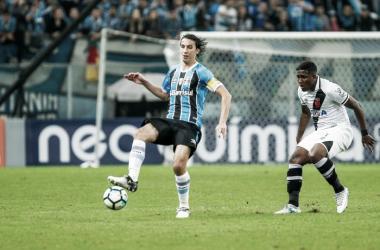Geromel em duelo diante do Vasco. Diante do Corinthians, a primeira derrota em casa na temporada(Foto: Lucas Uebel | Grêmio)