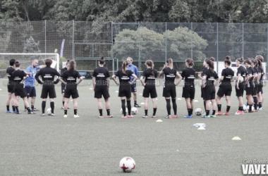 Las jugadoras de la Real Sociedad durante un entrenamiento de esta temporada. Foto: Giovanni Batista (VAVEL)
