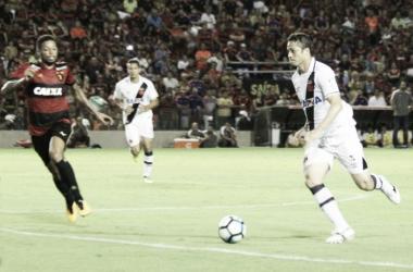 """Pivô do pênalti anulado, Anderson Martins se defende: """"Bola bateu no peito"""""""