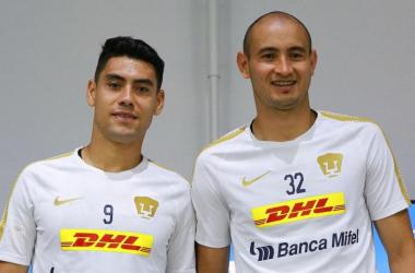 Felipe Mora y Carlos González en la fotografía. (Fotografía: Pumas Mx)