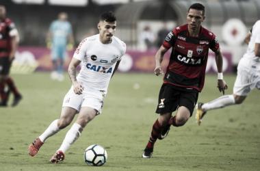 """Zeca exalta vitória, mas reconhece necessidade de melhora: """"Torcida merece coisa melhor"""""""