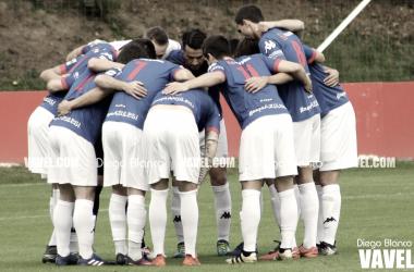 Piña de los jugadores del Amorebieta. | FOTO: Diego Blanco