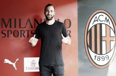 """Apresentado no Milan, Higuain se mostra motivado e humilde: """"Não sou a estrela do time"""""""