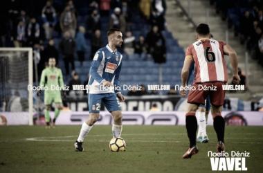 Darder conduce un balón contra el Girona FC / Foto: Noelia Déniz (VAVEL)
