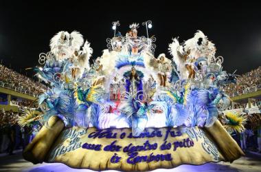 Protesto campeão: em Carnaval crítico, Beija-Flor conquista décimo quarto título