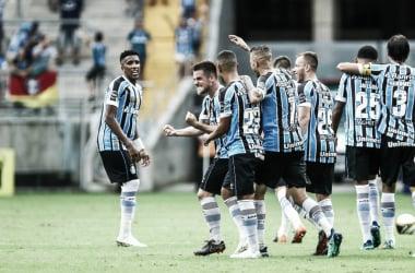 Ramiro, de falta, marca o último gol da tarde na Arena (Foto: Lucas Uebel / GFPA)