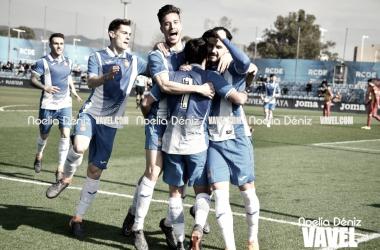 Los jugadores del filial blanquiazul celebran un gol / Foto: Noelia Déniz (VAVEL)