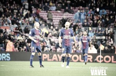 Andrés Iniesta y Javier Mascherano sobre el césped del Camp Nou. Foto: Noelia Déniz, VAVEL.com