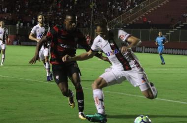 Flamengo enfrenta o Vitória buscando não se distanciar do topo da tabela