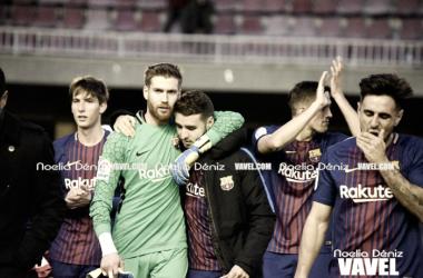 Ortolá con sus compañeros en el último partido del Barça B | Foto de Noelia Déniz, VAVEL
