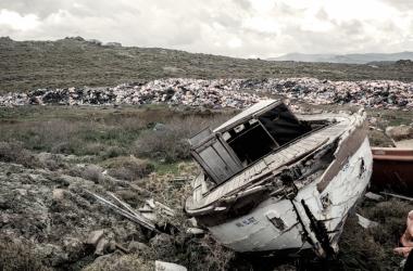 Barca atracada en un campo de refugiados en Idomeni, Grecia. | Imagen: Fotomovimiento