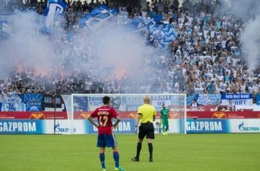 Les supporters du Zenit après le but de Saint-Petersbourg.