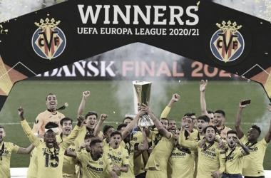 El Villarreal levantando la copa de la Europa League | Foto; UEFA Europa League