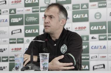 Técnico criticou postura do time durante o primeiro tempo (Foto: Divulgação/Site Oficial Coritiba)