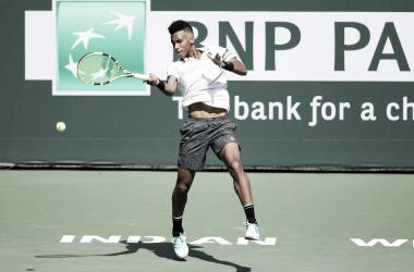 El canadiense pegando de frente a la pelota | Foto: ATP Masters 1000 de Indian Wells